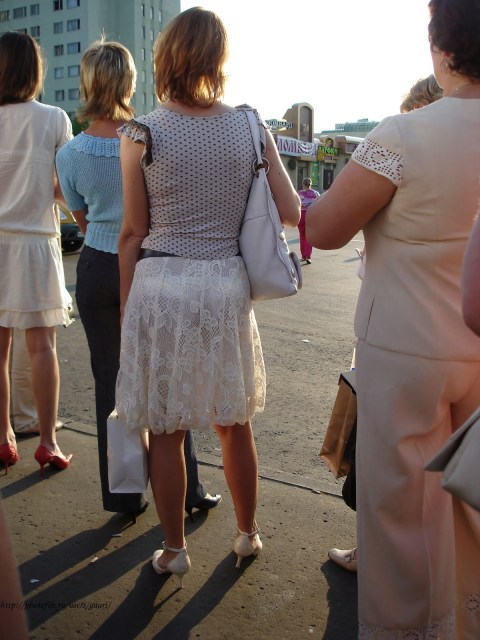 Нижнее белье просвечивается через одежду фото